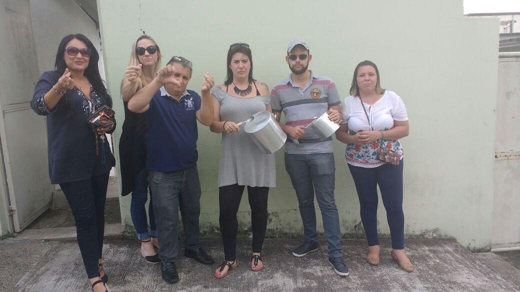 Funcionários da Câmara protestam por falta de pagamento. (Foto: Ygor_andrade/DiárioRP)