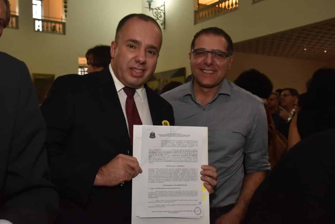 Prefeitura assina convênios com Estado e garante R$ 3 milhões para recapeamento